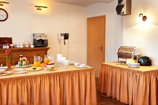 Grizins Hotel : breakfast room view