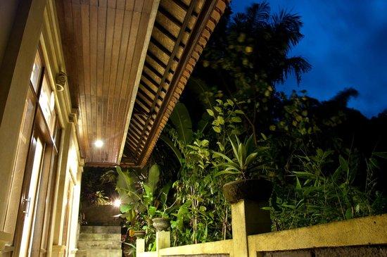 Karang Mesari Ubud Bungalow: terrace outside the room