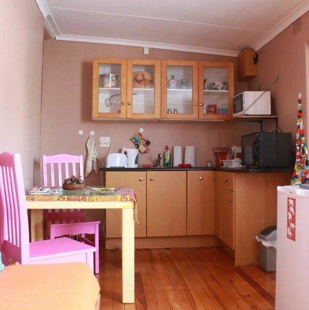 2B Happy Accommodation : African Cottage Kitchenette