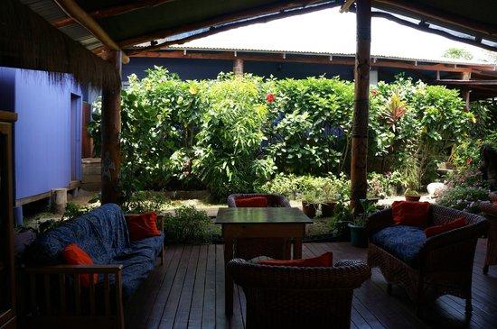 Kaimana Inn Hotel & Restaurant: patio/salle a manger
