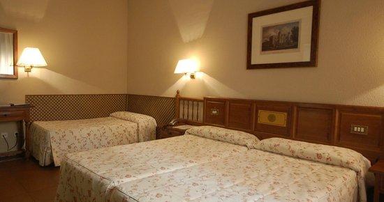 Hotel Mayoral: Habitacion triple