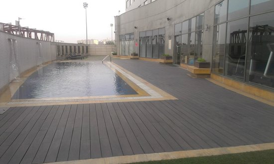 Country Inn & Suites by Carlson - Gurgaon, Udyog Vihar: Pool 2