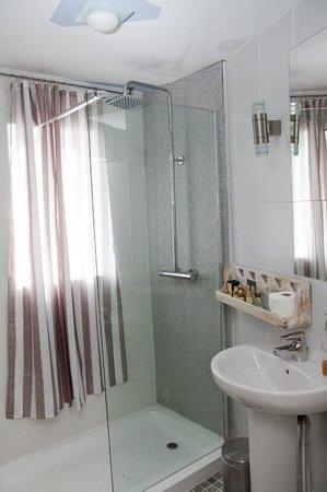 Roundhouse Hotel: Room 1 - bathroom