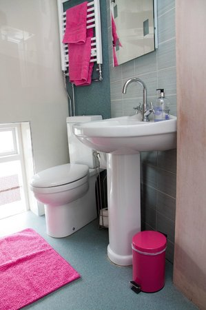 The Roundhouse: Room 2 - bathroom