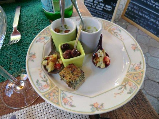 Restaurant l'Ecole des Filles: Plastik-Set in grün + Vorspeisen