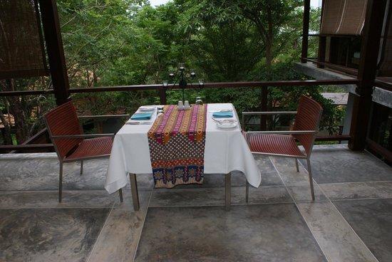 Villa Zolitude Resort and Spa : notre table en préparation pour le dîner aux chandelles