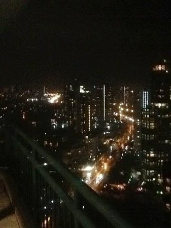 Mantra Crown Towers: nightlights view from balcony