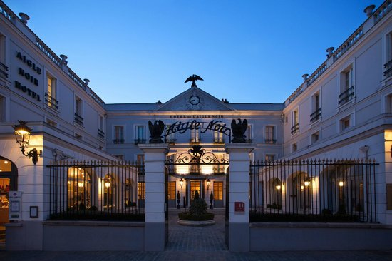 Aigle noir hotel updated 2018 reviews price comparison for Hotel fontainebleau france