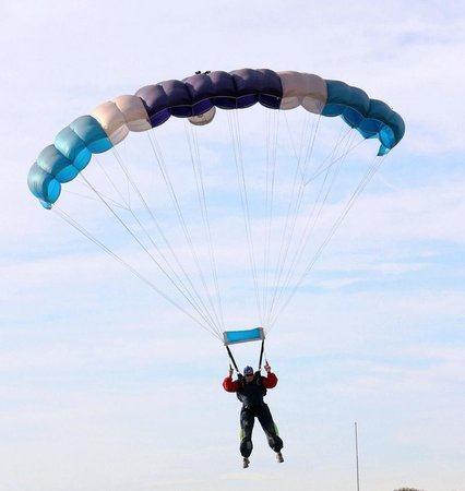 Hotel La Antigua Estacion : Paracaídismo/Sky Diving/ Fallschirmspringen