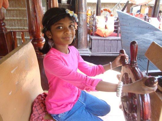 Snehadhara Homestay: varsha in house boat