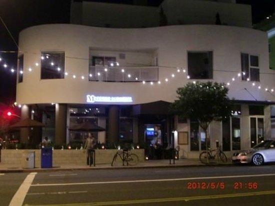 レストラン(前の通りはメインストリート) - Picture of M Street ...
