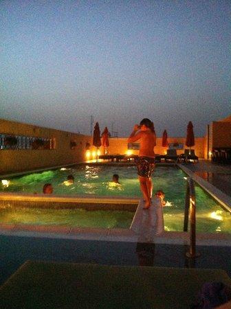 Cosmopolitan Hotel Dubai: ночной бассейн