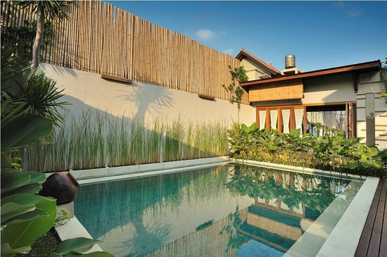 Balcony Living: Pool
