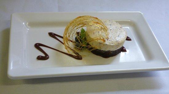 Wycliffe Hotel: Chocolate Brownie with Sugar Basket