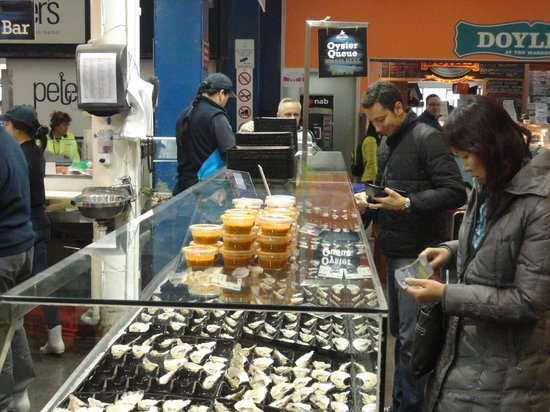 Fish Market Cafe: queing for oyster and sauces