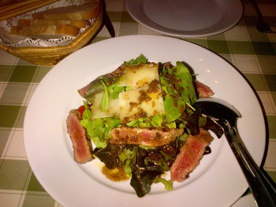 Basilico Pizzeria Soi 20: Grilled beef salad