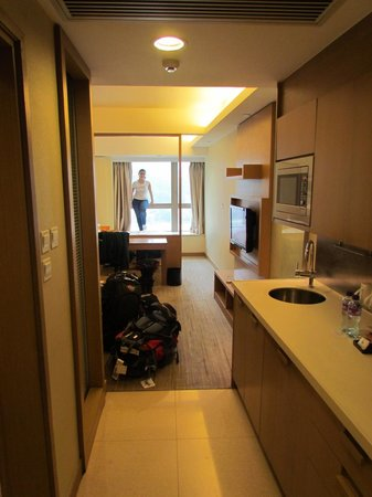 Royal View Hotel [subsidiary of Sunhung Kai Properties Ltd]: large and well equipped room