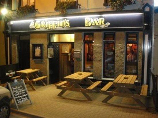 Griffin's Bar: Griffins bar at nite