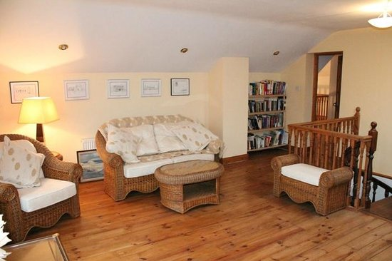 Moynure House Bed and Breakfast: Lounge, Dinning and Library