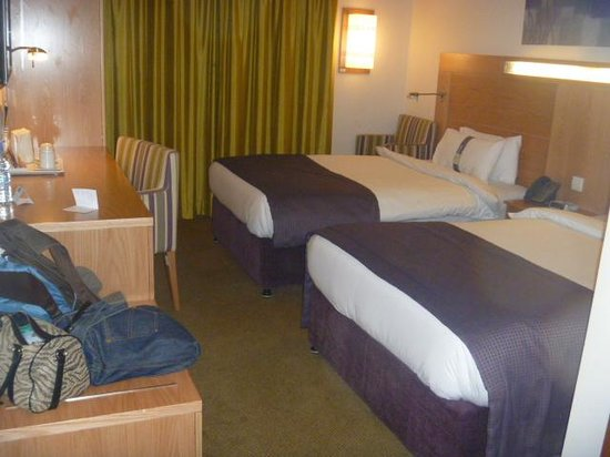 Holiday Inn Express Dubai Airport: Room
