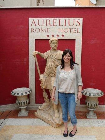 Aurelius Art Gallery Hotel : as you enter the hotel