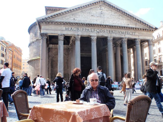 Corona Hotel : Coffee at the Pantheon