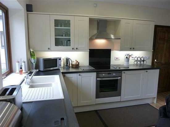 Cysgod y Coed Self Catering Accommodation: Cysgod Bach Kitchen