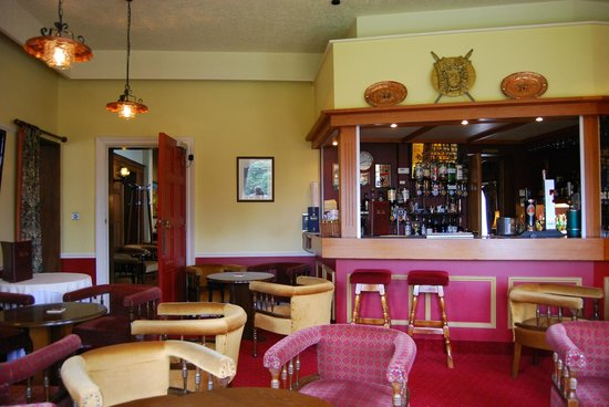Enniskeen Country House Hotel: Relaxing, cosy bar.