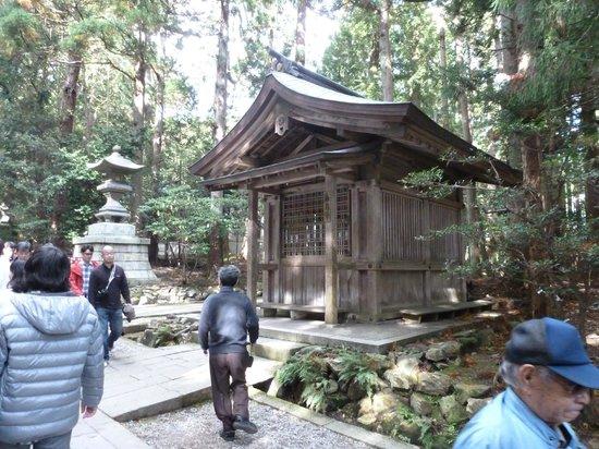 Yahiko Shrine: Shrine of the bronze horse