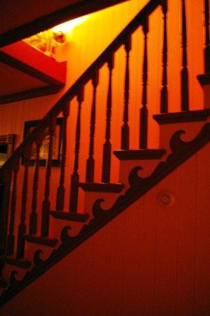 Auberge Jeunesse la Merluche: escalier, entrée