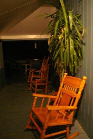 Auberge Jeunesse la Merluche: terrace