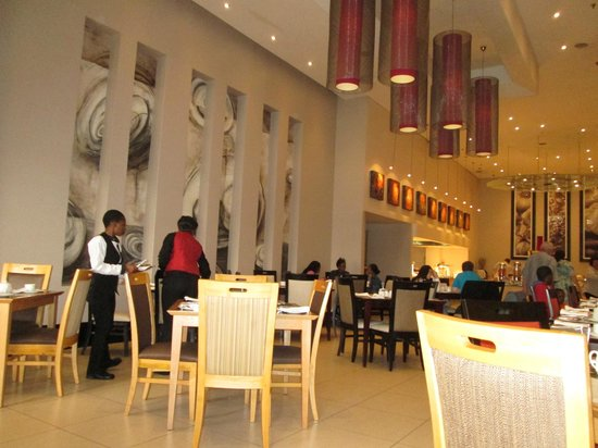 Peermont Mondior at Emperors Palace: Dining Hall