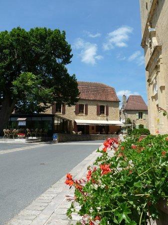 Nulle Part Ailleurs  |  Bourg, 24510 Tremolat, France