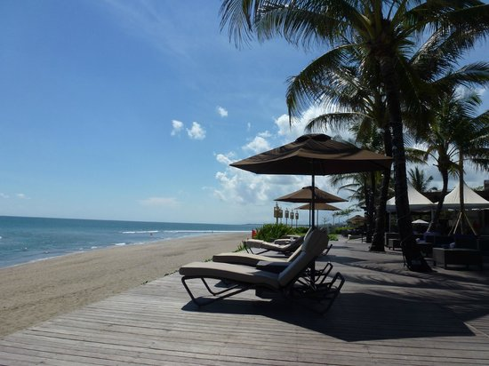 The Samaya Bali Seminyak: Beach view from sunbed