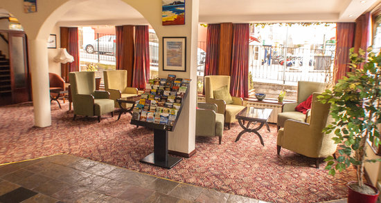 Alcock & Brown Hotel : Relax - Hotel Foyer