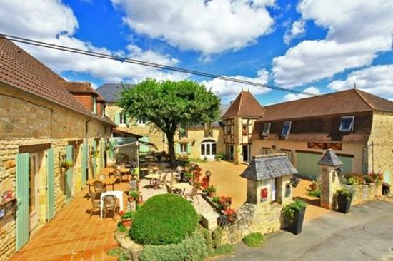 Photo of Hotel Le Coulier Salignac-Eyvigues