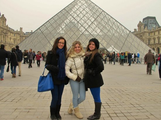 Ultimate Paris Guide  Tours: Manuela, our wonderful Paris Guide :), at the Louvre with our daughters.