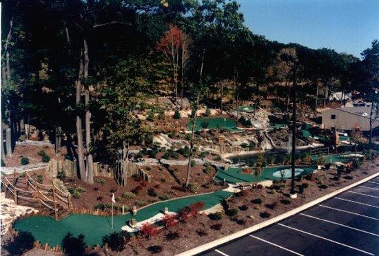 Clarks Summit, PA: 36 Hole Mini-Golf Course