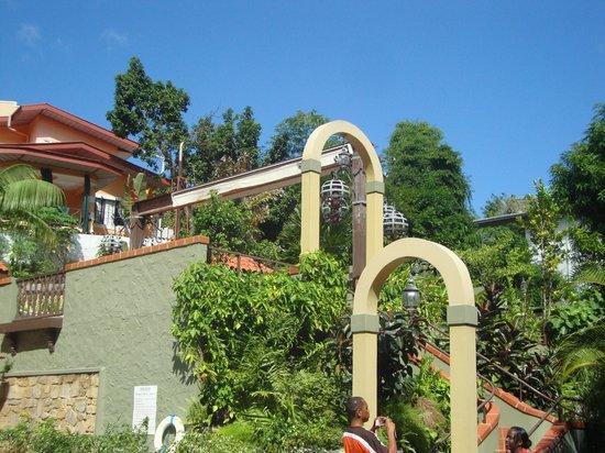 Kapok Hotel : scenic but short walk