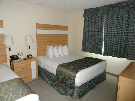 Comfort Suites Seven Mile Beach: The second bed