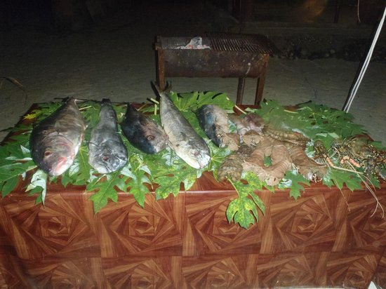 Baraka Beach Resturant: étallage poissons crustacés du soir