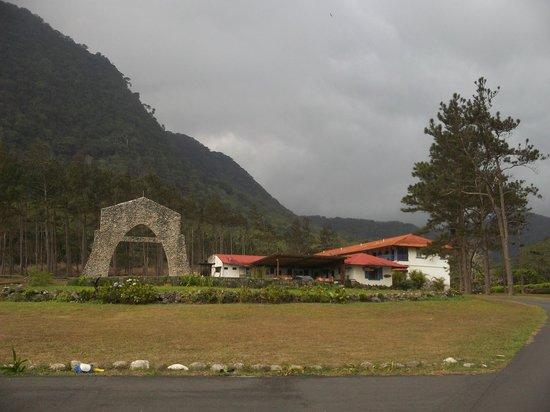 Hotel Campestre: Grand Entrance