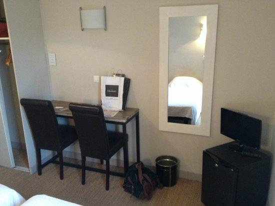 Hotel Solara: Smart little room