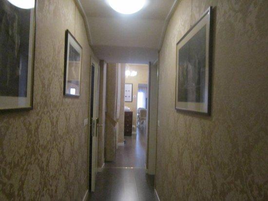 Ca' Dalisera Venice B&B : il corridoio che conduce dalle stanze alla salette colazione