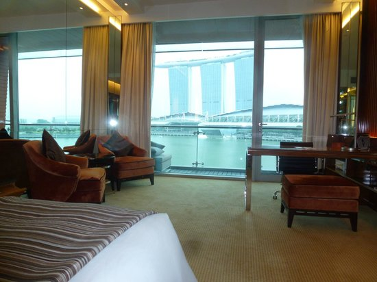 The Fullerton Bay Hotel Singapore: Great view of bay, and Sands Hotel.