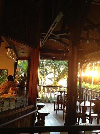 Hotel Gerard et Francine: le bar au coucher du soleil