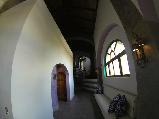 Hotel Alta Las Palomas: main hallway - wide angle lens