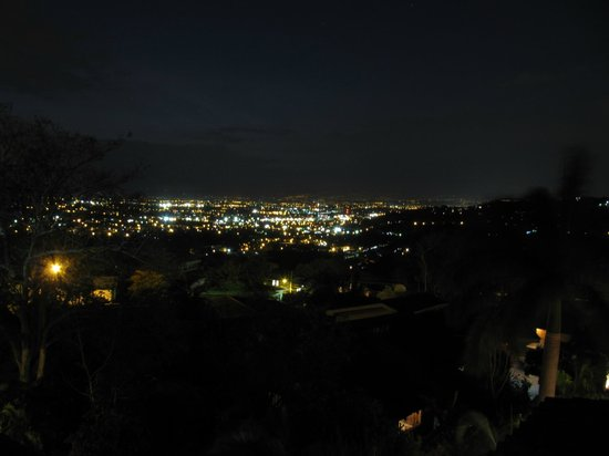 Hotel Alta Las Palomas: night view from room