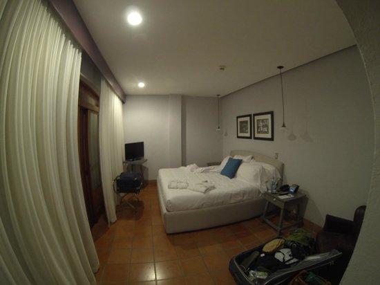Hotel Alta Las Palomas: inside room - wide angle lens