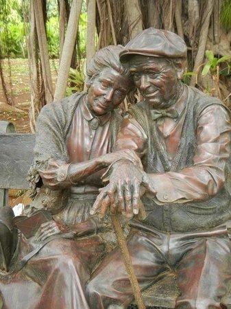 "Na Aina Kai Botanical Gardens: Sculpture called ""Valentine"" by sculptor George Lundeen."